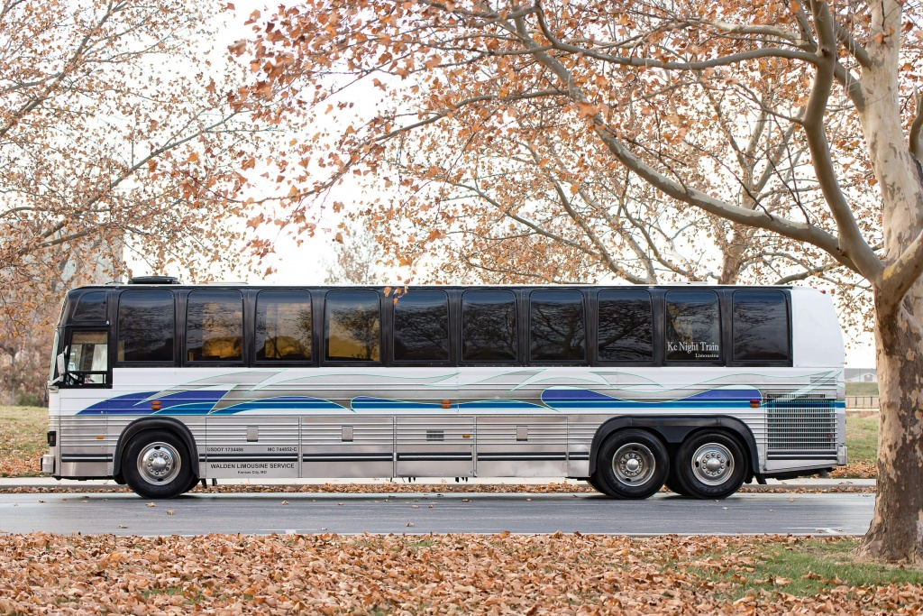 Limo Bus (Exterior, Driver's Side)