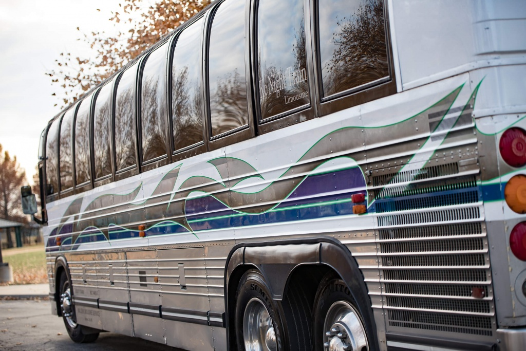 Limo Bus (Exterior, Rear, Driver's Side)