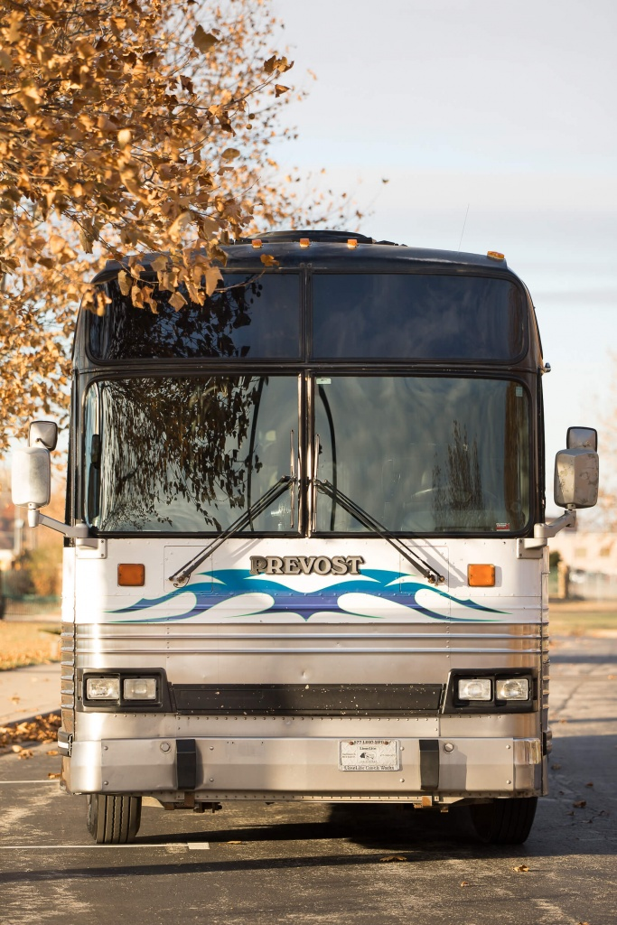 Limo Bus (Exterior, Front)