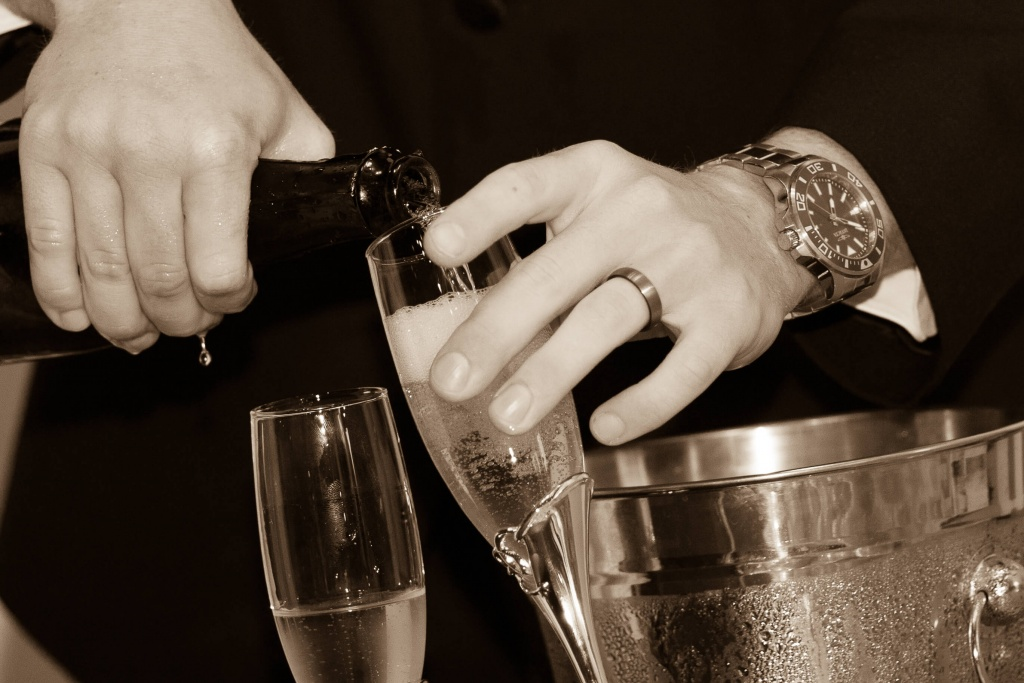 Pouring of the champagne